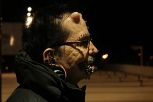 Im Profil: Rolf hat vor 15 Jahren angefangen, sich Piercings stechen zu lassen. Foto: Markus Bergmann