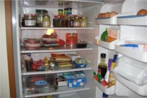 Ein voller Kühlschrank vor dem Urlaub - wohin mit dem Essen?