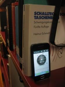42 Dezibel: So leise ist es in der Bibliothek. Dabei hilft es beim Lernen neuer Inhalte, wenn es ein bisschen lauter ist. Foto: Linda Hopius
