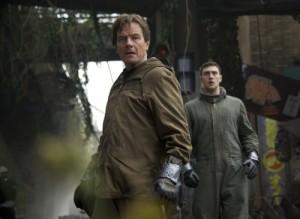 Nuklearforscher John Brody und Sohn Ford stellen sich den gewaltigen Ungeheuern. Bild: Warner Bros.