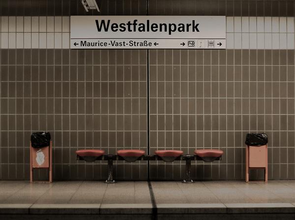 U-Bahnstation am Westfalenpark. Foto von Kyle Slatteryt hätte eine Geldspritze nötig. Foto:  www.flickr.com|deansfurniture5 Kyle Slattery