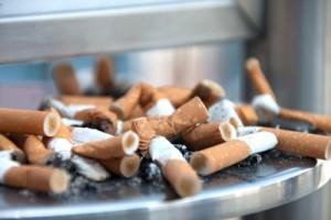 Rauchen während der Schwangerschaft erhöht das ADHS-Risiko für das Ungeborene. Bild: Thorben Wengert / pixelio.de
