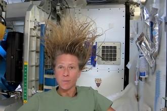 Tutorial: Haarewaschen im Weltraum