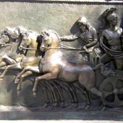 Um für den Krieg gerüstet zu sein, hielten sich schon die alten Griechen in Form. Foto: Grey59  / pixelio.de