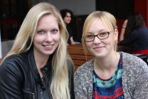 Sarah Migas (rechts) und Laura Steffen trinken gerne Caipirinhas Foto: Stefanie Luthe