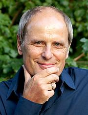 Professor Claus Eurich unterrichtet unter anderem Ethik am Institut für Journalistik der TU Dortmund. Foto: Institut für Journalistik