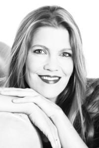 Caroline Jahns ist Konzertsängerin und Gesangspädagogin Frontal