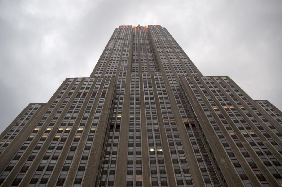 Das Empire State Building von unten.