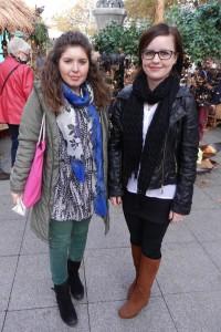 Madalina Gusita (links) und Ewelina Burczyk sind begeistert von Gilberts Flohzirkus.