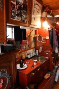 Der Wohnwagen eines Gauklers sagt mehr über dessen Leben aus als seine Show. Foto: Luisa Heß