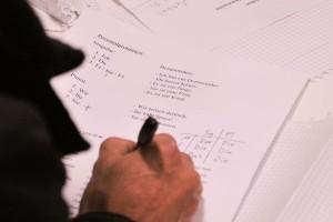 Improvisationstalent ist bei den Lehrern gefragt. Die Unterrichtsmaterialien müssen sie sich selbst zusammensuchen. Foto: Andreas Neuhaus
