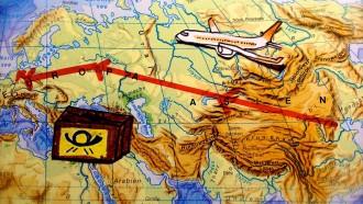Ausschnitt einer Weltkarte mit Transportweg des Pakets.