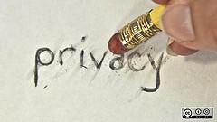 Die Frage der Privatsphäre in sozialen Netzwerken ist auch nach dem Tod präsent.    Foto: Ruth Suehle / Flickr