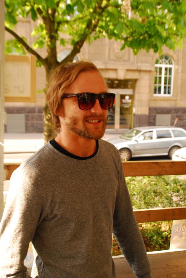 André lacht