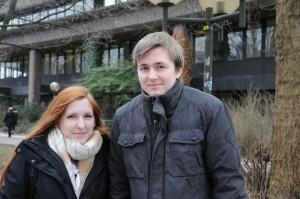Sandy (21) und Kevin (21) fahren lieber mit Bus und Bahn.