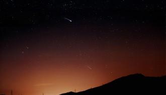 Unzählige Objekte im All: Sternschnuppen, Meteoriten und Asteroiden. Wer ist wer? Foto: flickr/shan sheehan