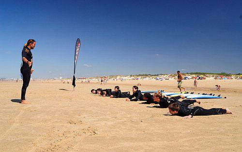 Surf School am Strand  Foto: PalexFerreira/ flickr.com