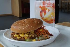 Der Burger in der Galerie. Foto: Inga Heidl