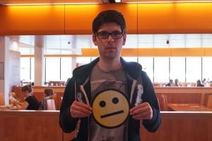 Philipp ist nicht zufrieden mit der Mensa. Es gibt nur den gelben Smiley. Foto: Inga Heidl
