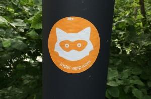 Ein Werbe-Sticker der Jodel-App an der TU Dortmund.