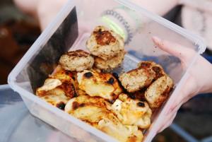 Der erfahrene Festivalcamper sorgt vor – und bringt selbstgemacht Pizzabrötchen mit. Foto: Megan Bogatzki