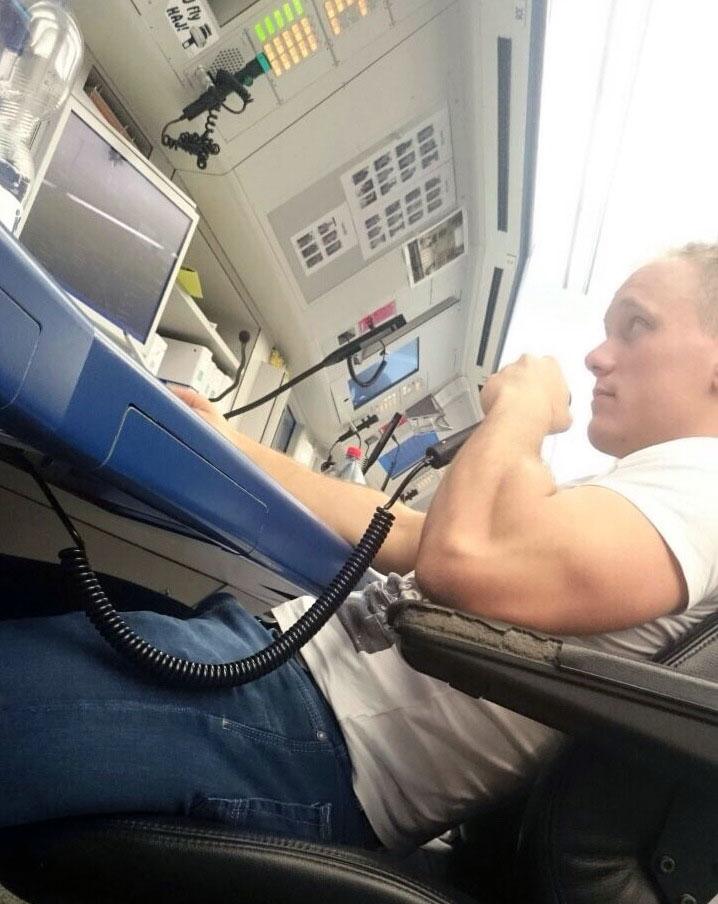 Er sieht zwar entspannt aus, ist aber hochkonzentriert bei der Arbeit. Foto: privat