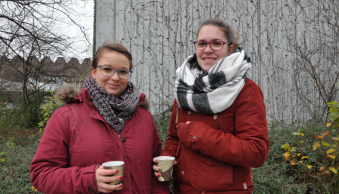 """""""Alkoholverbot? Da hält sich ja eh keiner dran! Wir trinken seit der O-Woche."""" – Laura und Lara, Lehramtsstudentinnen"""