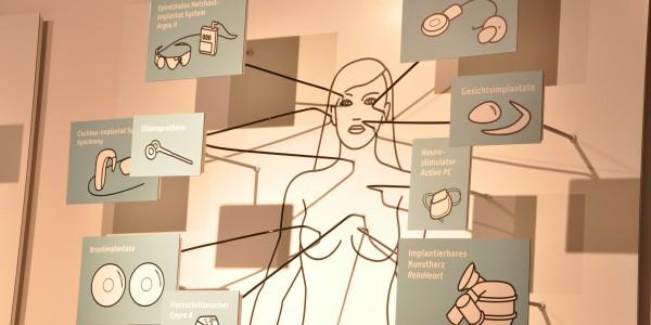 Die moderne Technik lässt uns selbst zum Roboter werden. Was man sich alles implantieren lassen kann. Foto: Kira Schacht.
