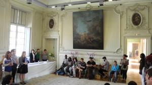 Die Jugendlichen beim Auftritt im Rathaus von Amiens.