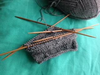 Die ersten Zentimeter der selbstgemachten Socke