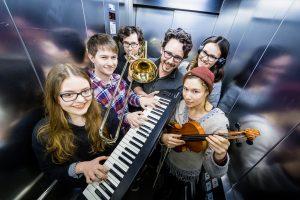 Musik im Fahrstuhl: Studis vom Institut für Musik haben Songs für den Aufzug komponiert.