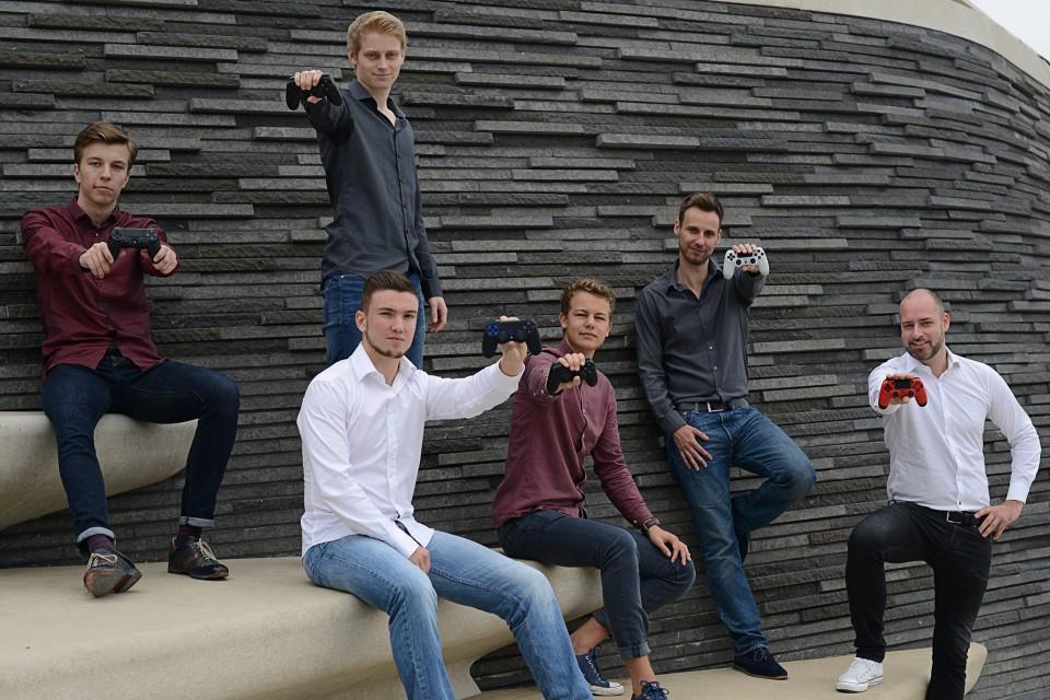 Die sechs Mitarbeter von bPartGaming.