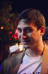 Timur hat mit 24 Jahren seine eigene Filmproduktionsfirma