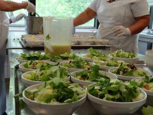 3000 Kilogramm Salat gibt es täglich in der Mensa.