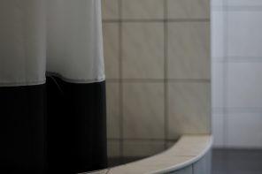 Wissenswert: Warum kleben Duschvorhänge?