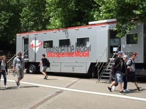 Das Blutspendemobil ist auch regelmäßig auf dem Campus zu finden.
