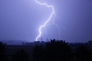 Bei Unwettern ist der Veranstalter zur Absage verpflichtet. (Bild: pixabay.com)