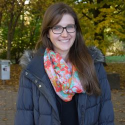 """TU-Studentin Stephanie Frieg geht es da ähnlich. Sie lege vor allem Geld für Reisen und teure Klamotten zur Seite. Lange reiche das bei der angehenden Rehabilitationspädagogin aber meist nicht. """"Wenn mir etwas schönes gefällt, dann kaufe ich es meistens auch"""", so die 22-Jährige."""