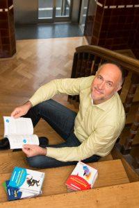 """In """"Praxisbuch Networking"""" hat sich Andreas Lutz mit dem Thema Netzwerken befasst. (Bild: Andreas Lutz)"""