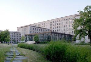 Der Sitz des Bundesfinanzministeriums in Berlin: Die Beamten müssen schleuningst reagieren, heißt es aus Expertenkreisen. Foto: BMF / Ilja C. Hendel