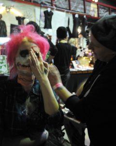 Melli Scherzinger verpasst jedem, der mag, das richtige Grusel-Make-Up