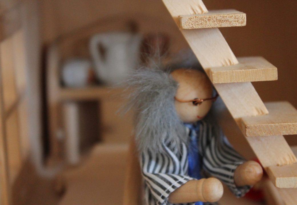 Ein kleines Puppenhaus steht für junge Bewohner und Besucher bereit. Foto: Thorben Lippert.