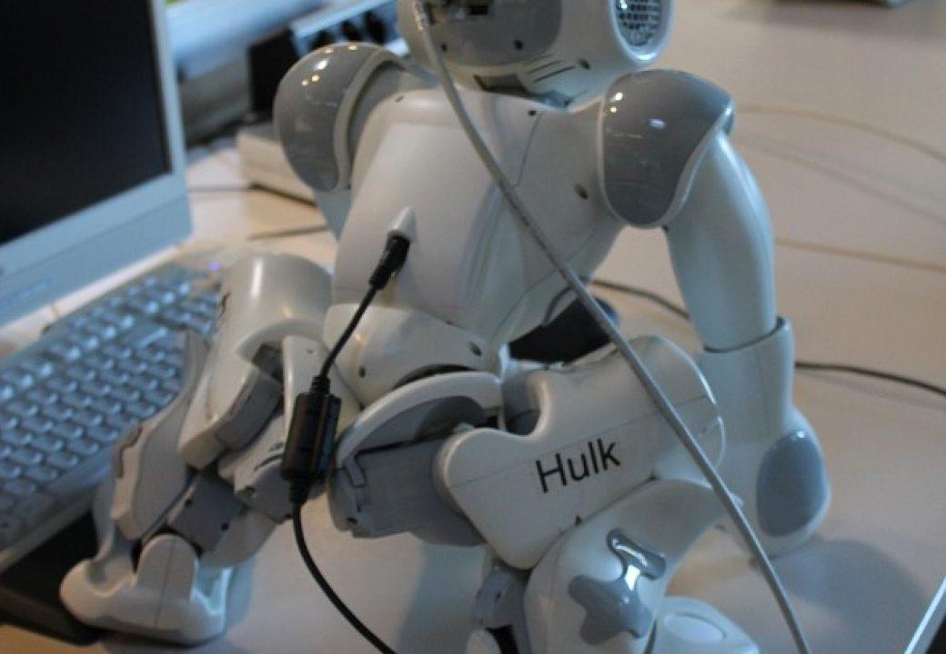 Am Institut für Roboterforschung (IFR) an der TU Dortmund programmieren Informatikerinnen und Informatiker Roboter.