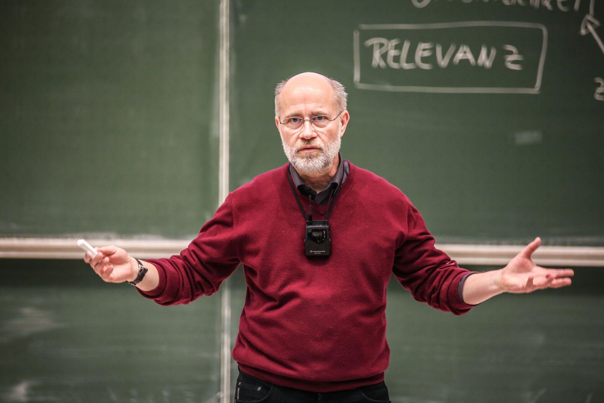 Fake News: <br>Drei Fragen an Harald Lesch