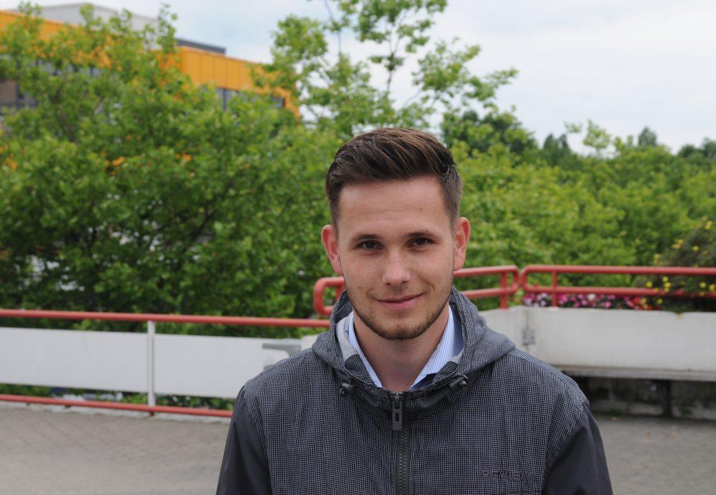 """Niklas (23 Jahre): """"Die Regelung ist nicht fair. Warum macht man eine Unterscheidung, nur weil auch Ausländer sich hier fortbilden wollen?!"""""""