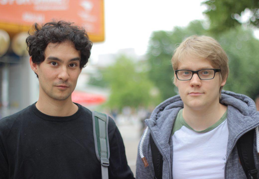 """Robert & Robert & David v.l. (Lehramt und Physik): """"Wir kennen die Geschichte und das Konzept ist gut."""""""